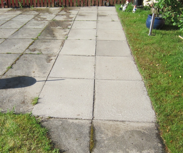 cleaning-moss-algae-patio-drive-paving-slabs-and-mono-block